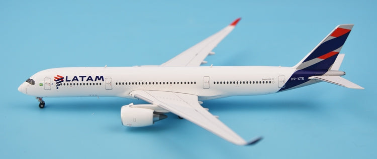 Special price: JC Wings LH4030 Chile La A350-900 aviation A350-900 PR-XTE 1:400