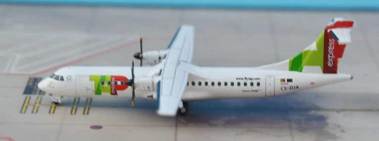 Special: JC Wings XX4688 Air Portugal ATR-72 CS-DJA 1:400