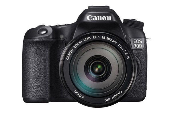 Canon EOS 70D Kit with EF-S 18-200mm f/3.5-5.6 IS Lens Black Digital SLR Camera