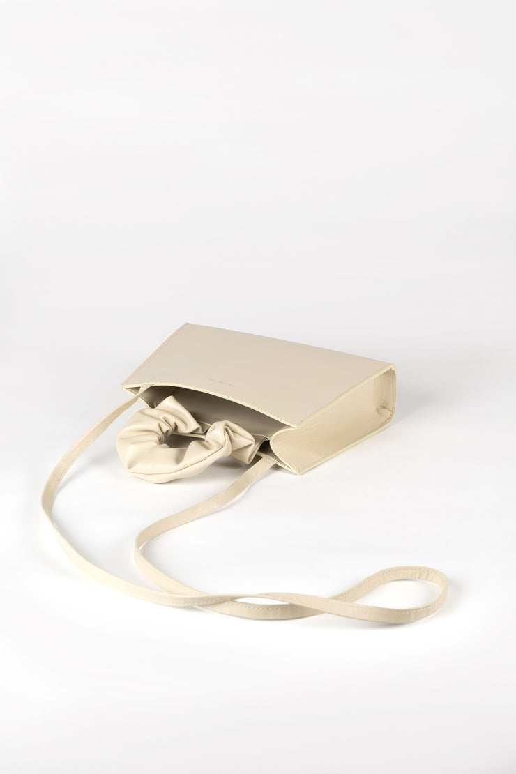 Crossbody bag in off-white