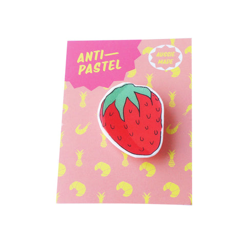 Badge: Strawberry Brooch/Button