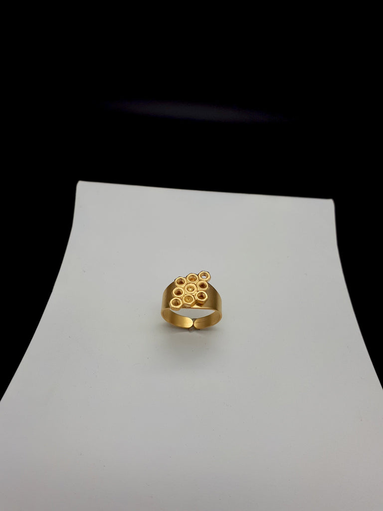 Hive nuts ring