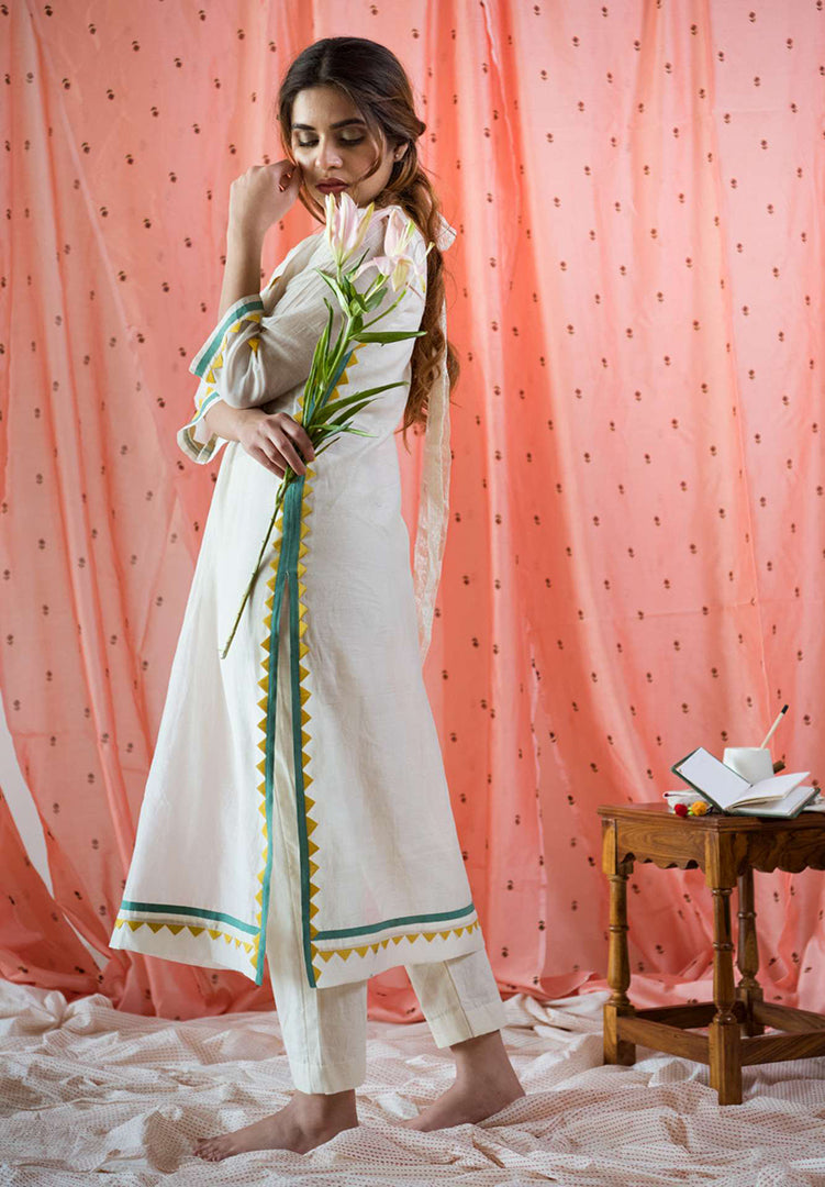 Gather Yoke Triangle Kurta - Cream