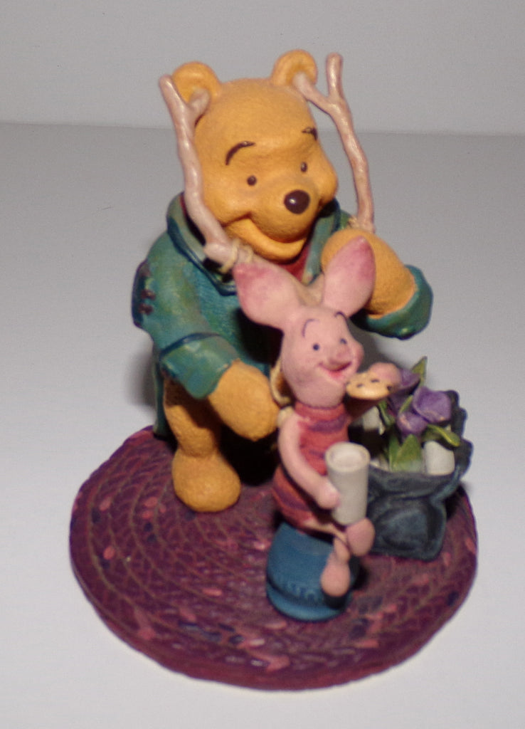 Disney Simply Pooh Figurine Smile and Cookies
