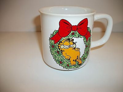 Garfield Coffee Cup With Christmas Wreath-We Got Character