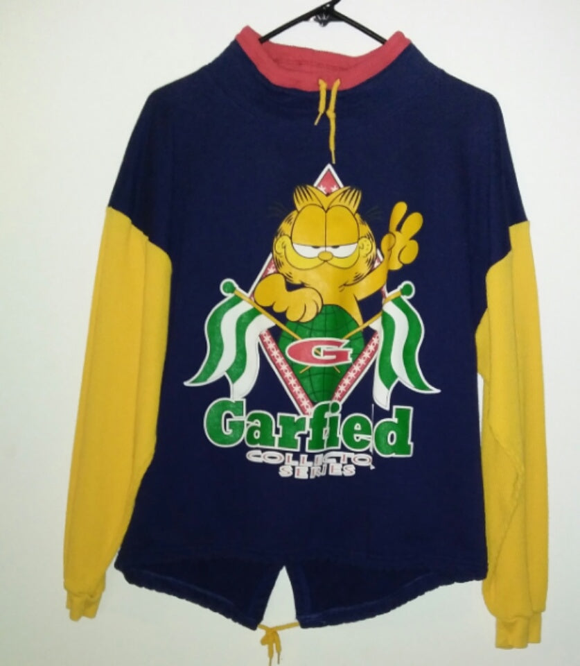 Garfield Sweatshirt Collector Series-We Got Character