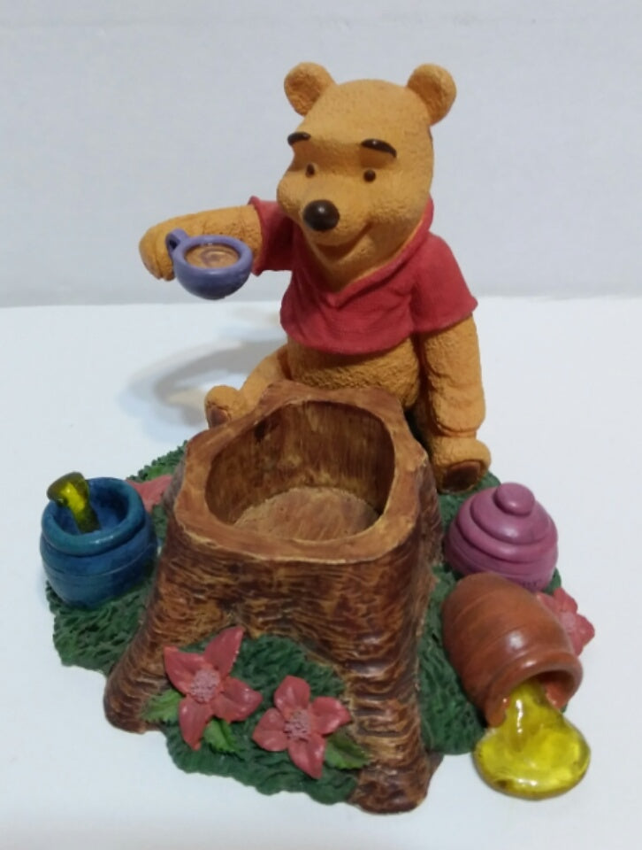 Disney Simply Pooh Time for a  Smackeral Of Friendship Figurine