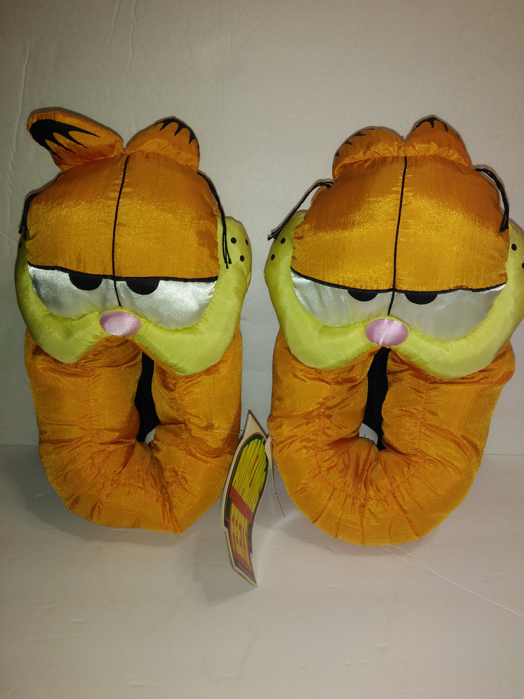 Garfield Slippers M 7-8-We Got Character
