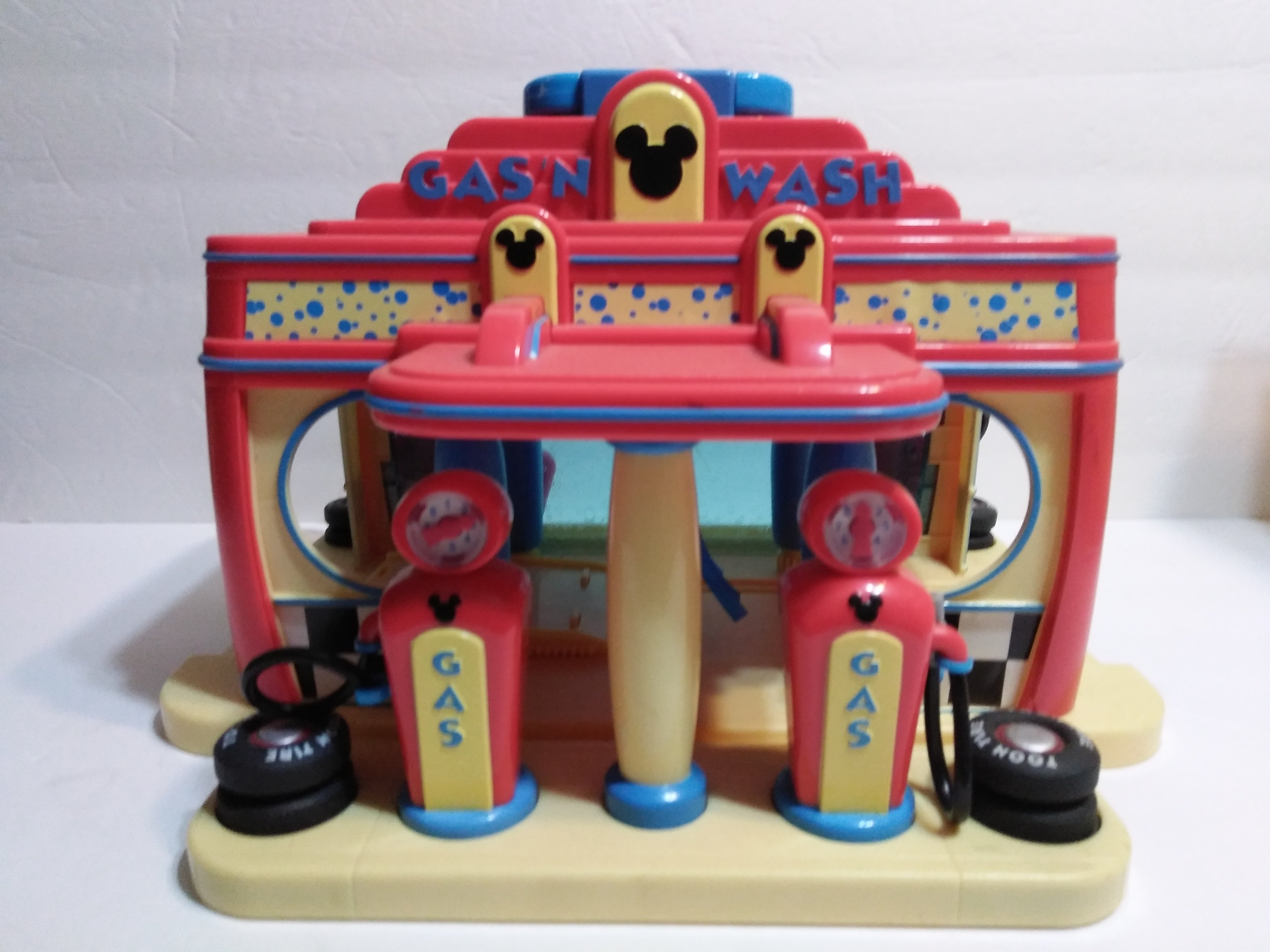 Mickey Mouse  Gas n Wash Playset - We Got Character
