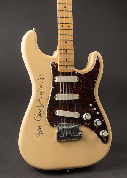 Fender Stratocaster Elite 1983 signed and played by Stevie Ray Vaughan