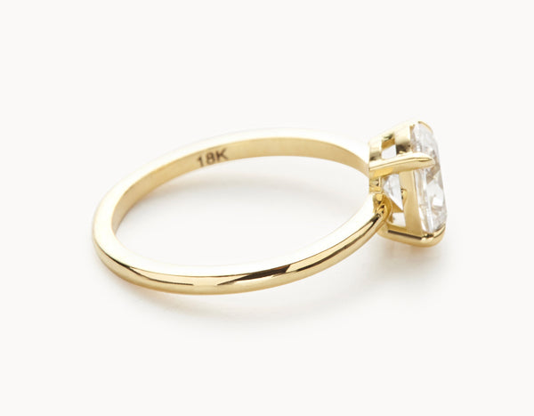 Modern 18k Yellow Gold Oval Vertical Setting Diamond Engagement Ring