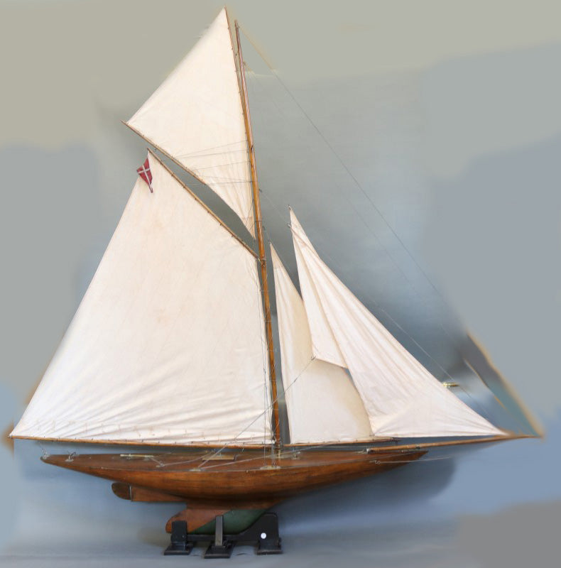 Gaff Rigged Pond Yacht