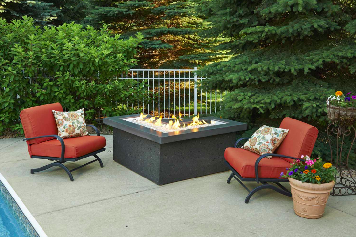 Outdoor GreatRoom Company L-Pointe Fire Pit Table