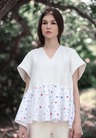 Dancing Kueh Sleeveless Printed Blouse