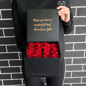 Gift Box of 16 Fresh Roses (+ 2 more colours)