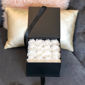 INTERSTATE: Gift Box of 16 Preserved Roses (+ 7 more colours) - Luxe Blooms