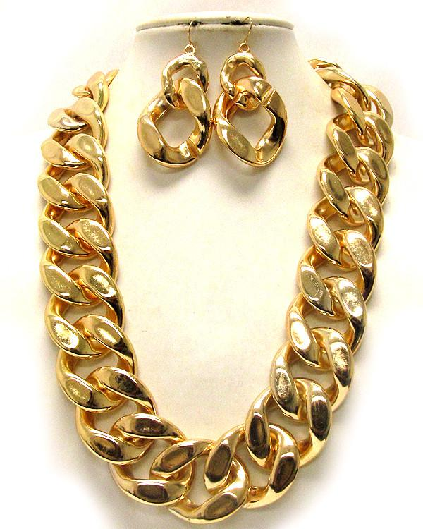 Chunky Gold Tone Chain Necklace Set