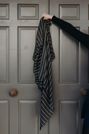 Load image into Gallery viewer, VERA SCARF - CHARCOAL