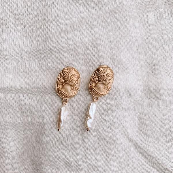 FAWN STATEMENT EARRINGS
