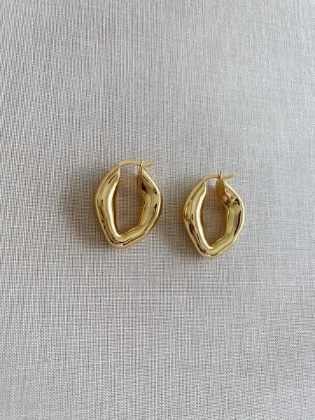GENEVIEVE SMOOTH EARRINGS