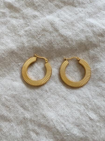 ELLA TEXTURED FLAT HOOPS