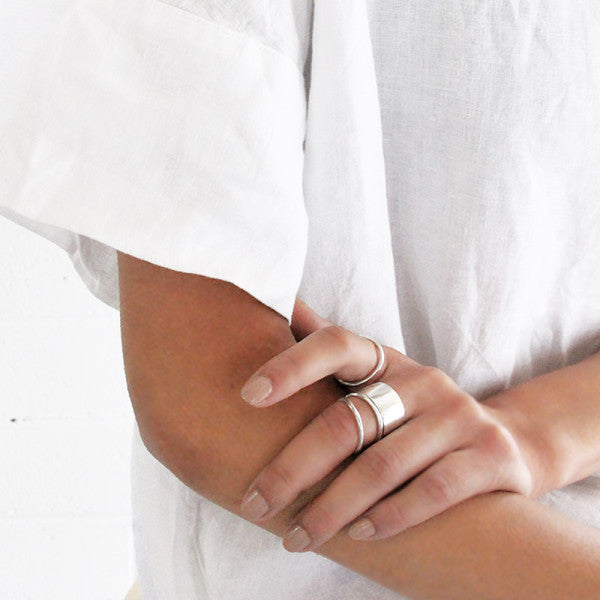 Lott Studio - Textured Fine Band Ring