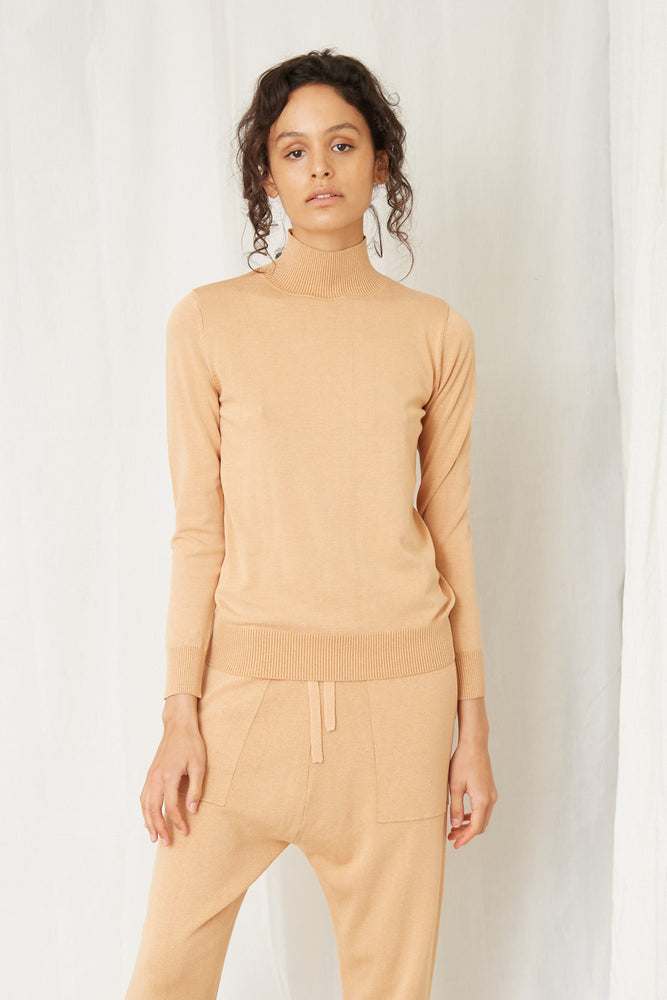 Load image into Gallery viewer, FINE DAYS KNIT TURTLENECK - CAMEL