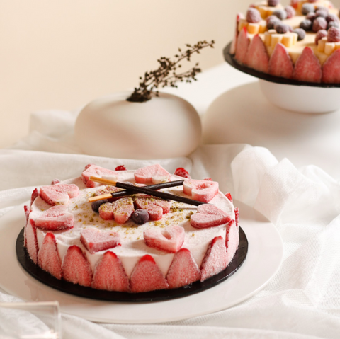 Snowberry Ice Cream Cake by Whey Chillin Ice Cream Cake KL | Cake Together