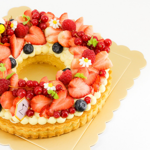 Strawberry Wreath Cake by M Cake Boutique | Cake Together