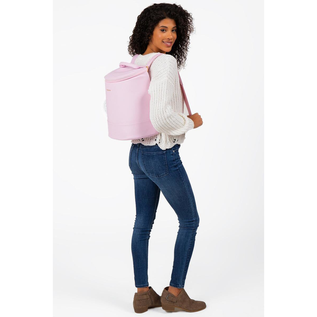 Corkcicle - EOLA BUCKET BAG - Rose Quartz - shown on model