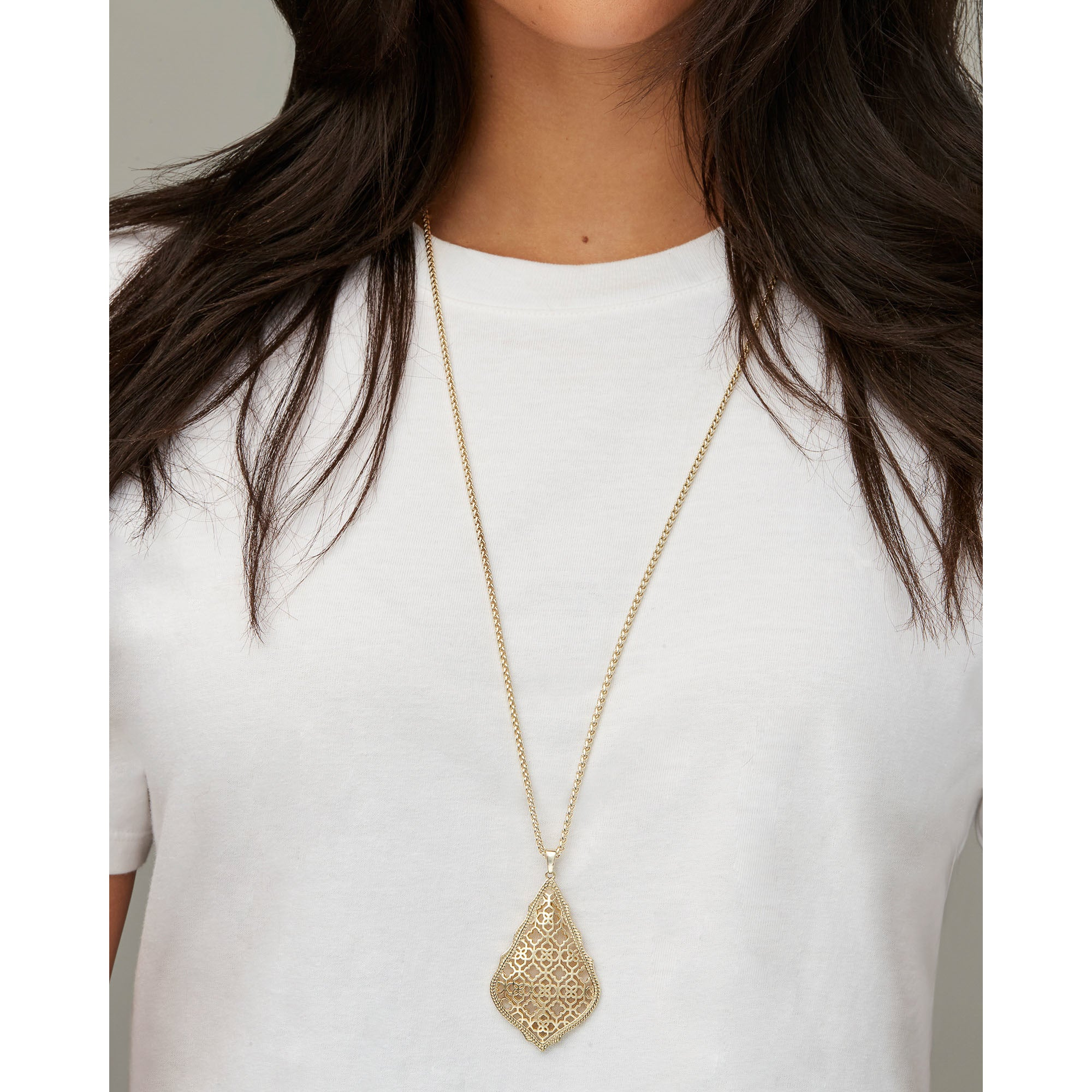 Kendra Scott -  Aiden GOLD Long Pendant Necklace ON MODEL