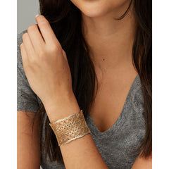 Kendra Scott -  Candice Gold Cuff Bracelet In Gold Filigree Mix on model