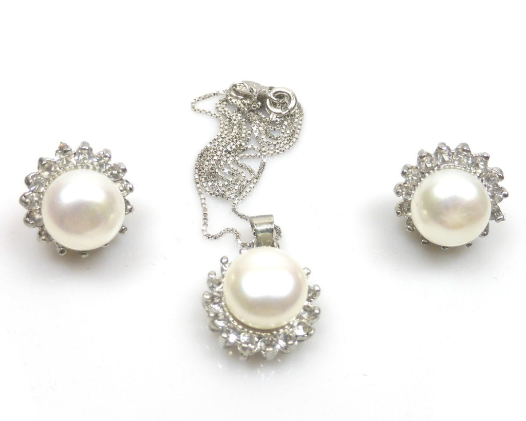 Natural freshwater pearl pendant and stud earrings