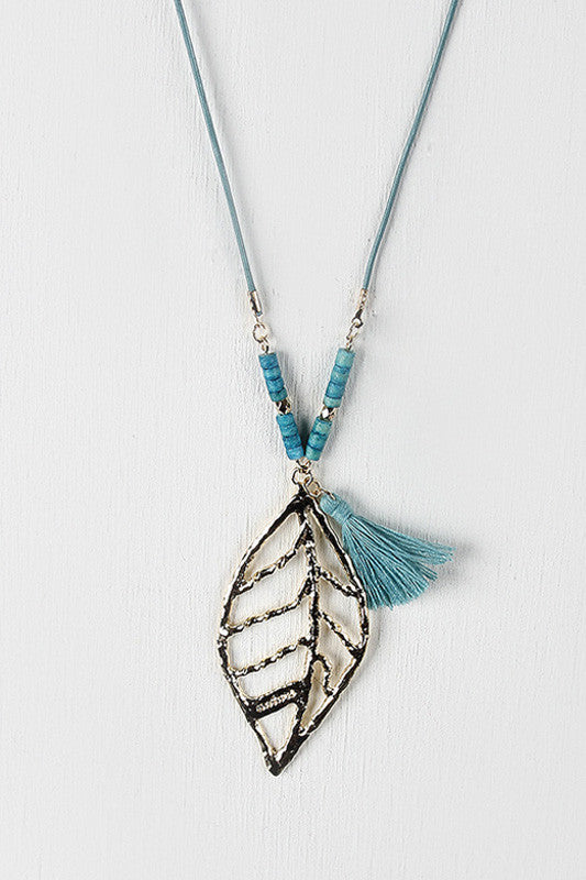 Cut Out Leaf Hammered Pendant Necklace - Thick 'N' Curvy Shop - 1
