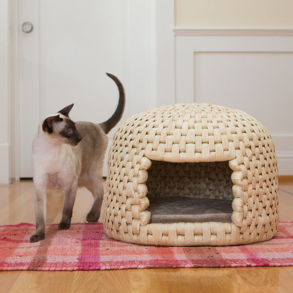 Cat eyeing eco friendly handwoven neko chigura straw cat bed house