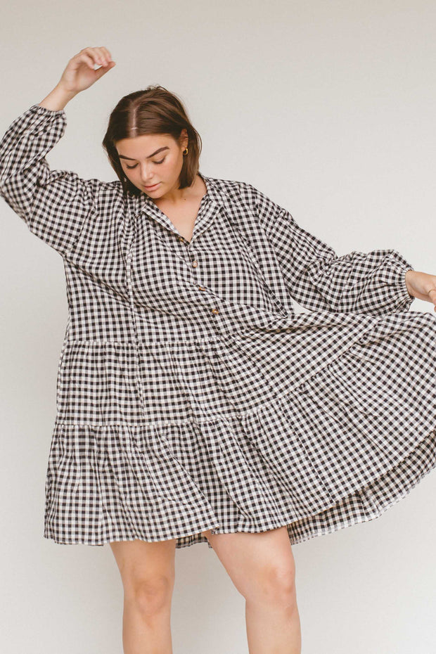 The Lullaby Club // Avalon Smock Dress | Black Gingham