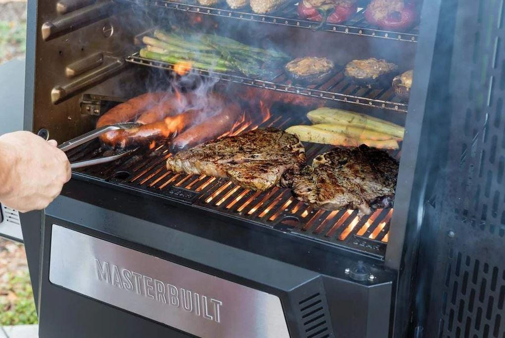 Masterbuilt Gravity Series 560 Digital Charcoal Grill + Smoker