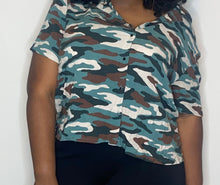 Load image into Gallery viewer, Arizona Jean Co Button Down Camo Top (XXL)