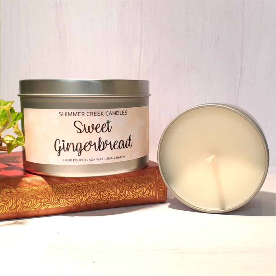 Cosy gingerbread soy wax candle.