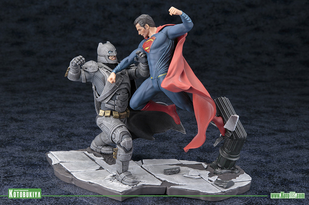 Superman VS Batman: Dawn Of Justice – A clash of heroes in ARTFX+ scale.