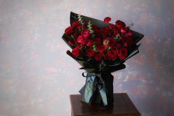 Alethea Lyrae Bouquet - Paris Red