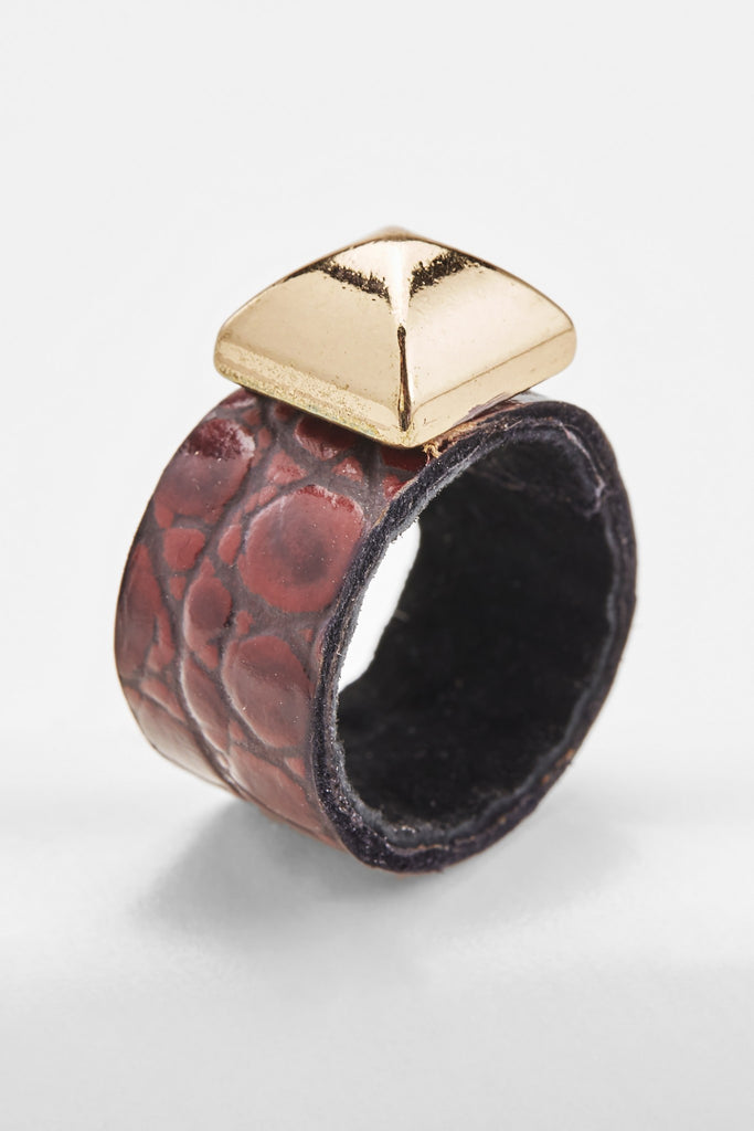 Crocodile-Embossed Ring (Garnet)