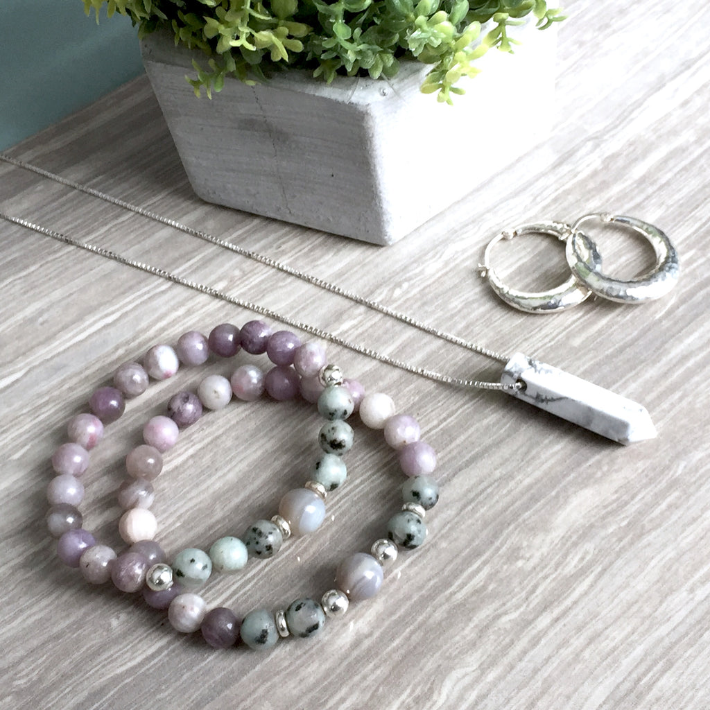 THE SOOTHING HOWLITE NECKLACE