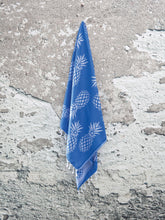 Load image into Gallery viewer, Blue and White Reversible Pineapple Print Turkish Towel