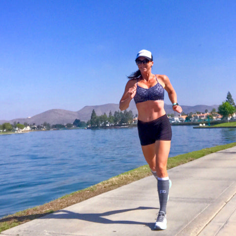 Handful ambadassador Melissa Williams running in her Off the Grid Adjustable Bra in California