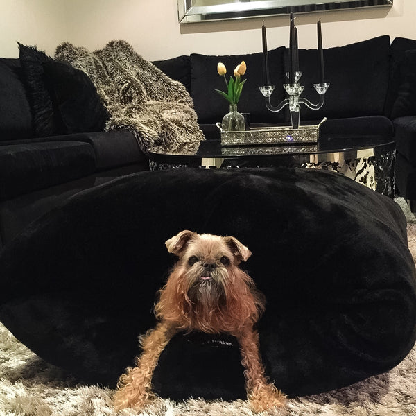 Miyow & Barkley Faux Fur Snuggle Pod in Black Panther