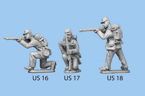 US-17 Union Infantry in Sack Coats / Backpack - Kneeling and Reaching for Cartridge