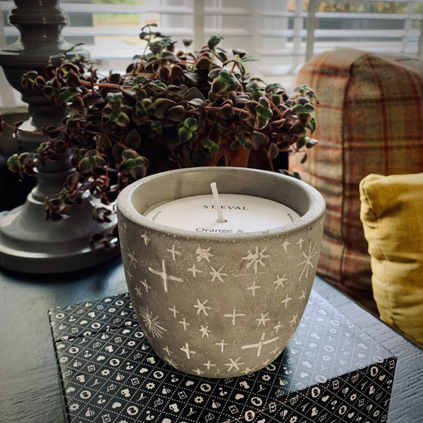 St. Eval Orange & Cinnamon Winter Star Candle Pot - mylesfromhome.co.uk