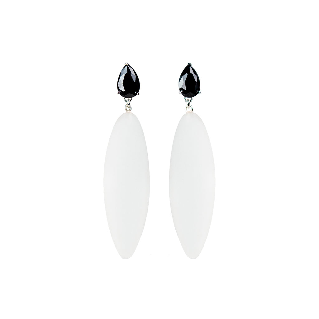 Nymphe earrings with black stone and translucent rubber