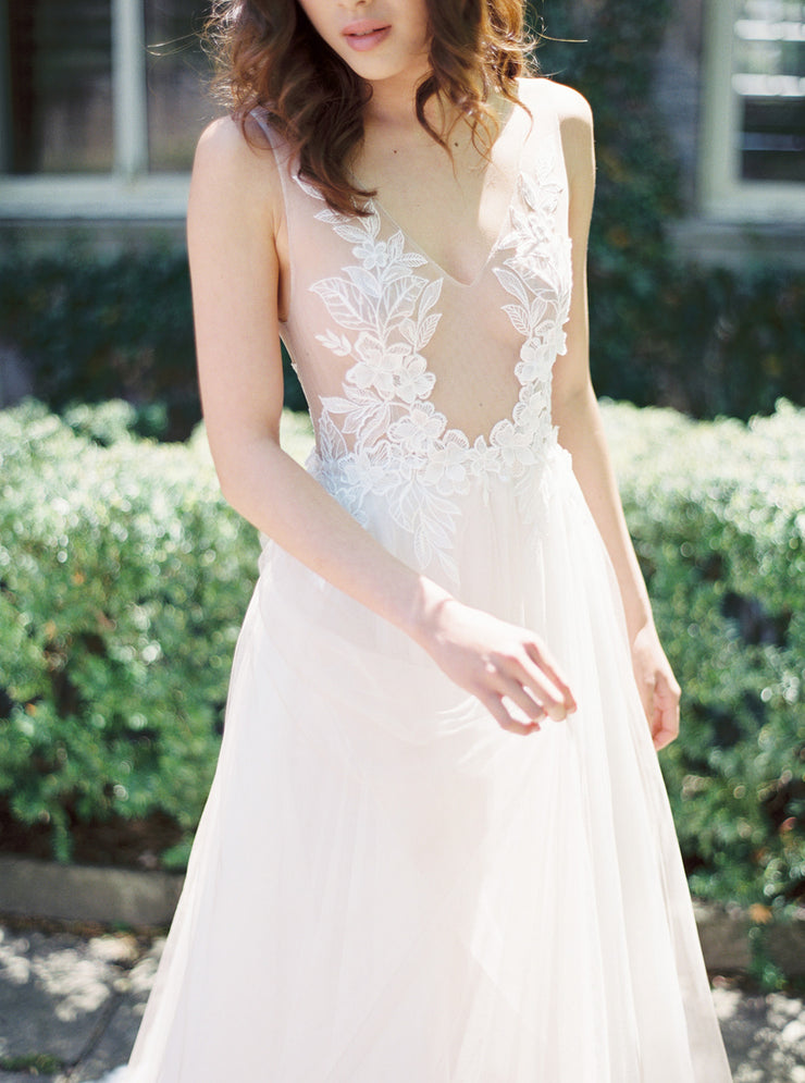 AMY | Floral Wedding Dress with Soft Tulle Skirt - Noon on the Moon